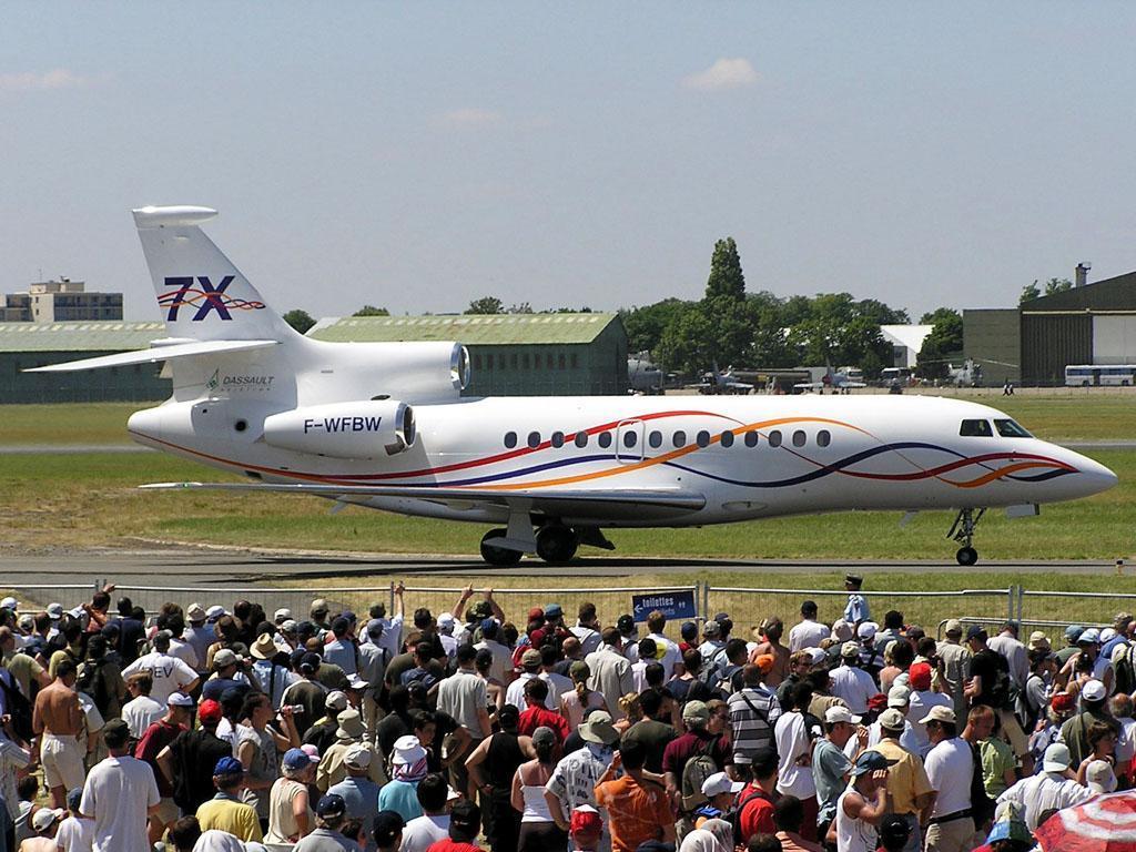 http://2.bp.blogspot.com/-Yn43UVadn7Y/Ti0URLb0ioI/AAAAAAAANqk/P_LErG7vE3Y/s1600/Dassault+Falcon+7X+wallpapers+by+jet+planes+%25287%2529.jpg