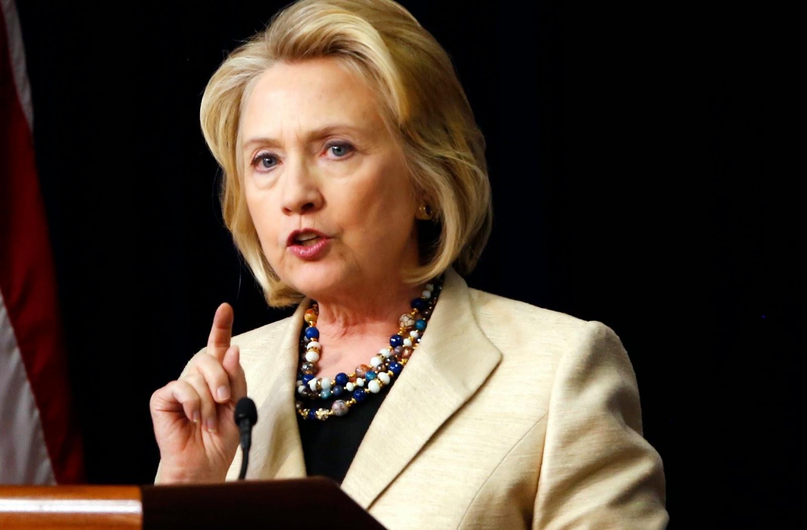 """MANTAN Menlu Amerika Serikat, Hillary Clinton mengeluarkan pernyataan mengejutkan dalam bukut terbarunya """"Hard Choice.""""  Dalam buku tersebut, Hillary mengakui bahwa ISIS dibentuk oleh AS bersama sekutunya untuk membuat Timur Tengah terus bergolak.   Dikutip laman bringislam.web.id, Rabu (22/2/2015) seperti dilansir harian Mesir, Elmihwar, disebutkan ISIS dibentuk dan diumumkan pada 5 Juni 2013 oleh pemerintah AS bersama dan negara-negara barat sekutunya demi memecah belah Timur Tengah (Timteng)."""