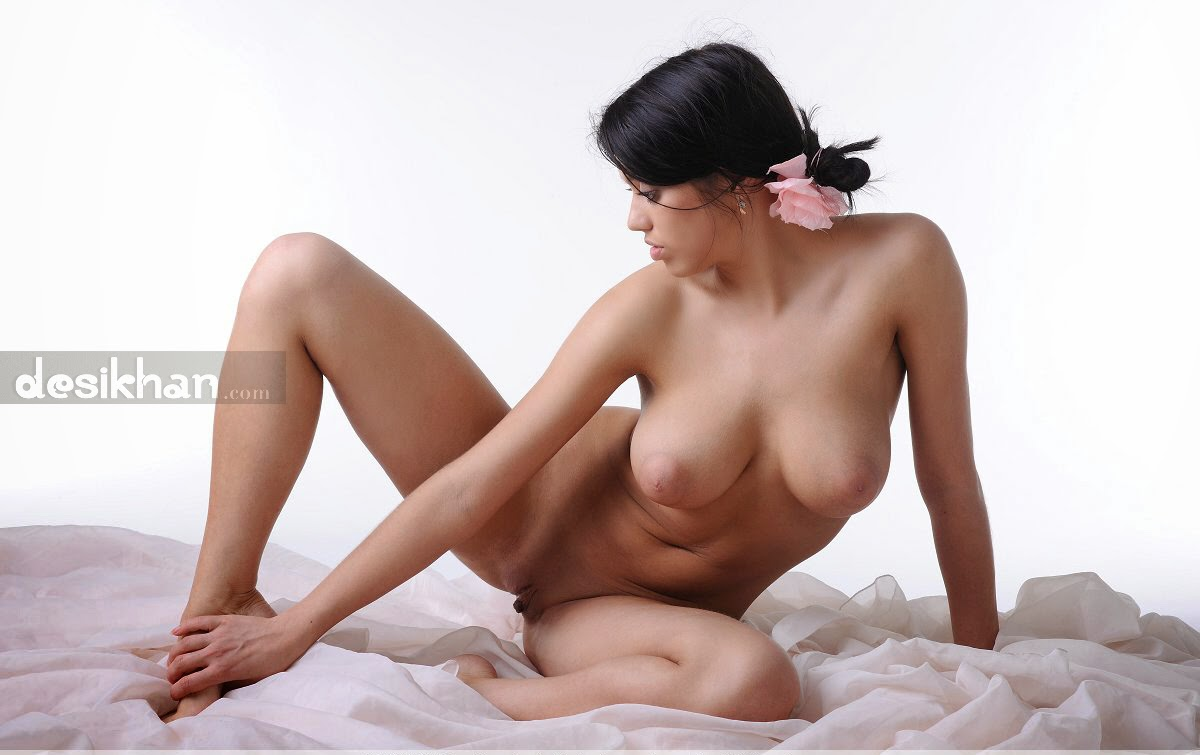 Mallu Nude Model Priyanka In An Art Nude Photoshoot indianudesi.com