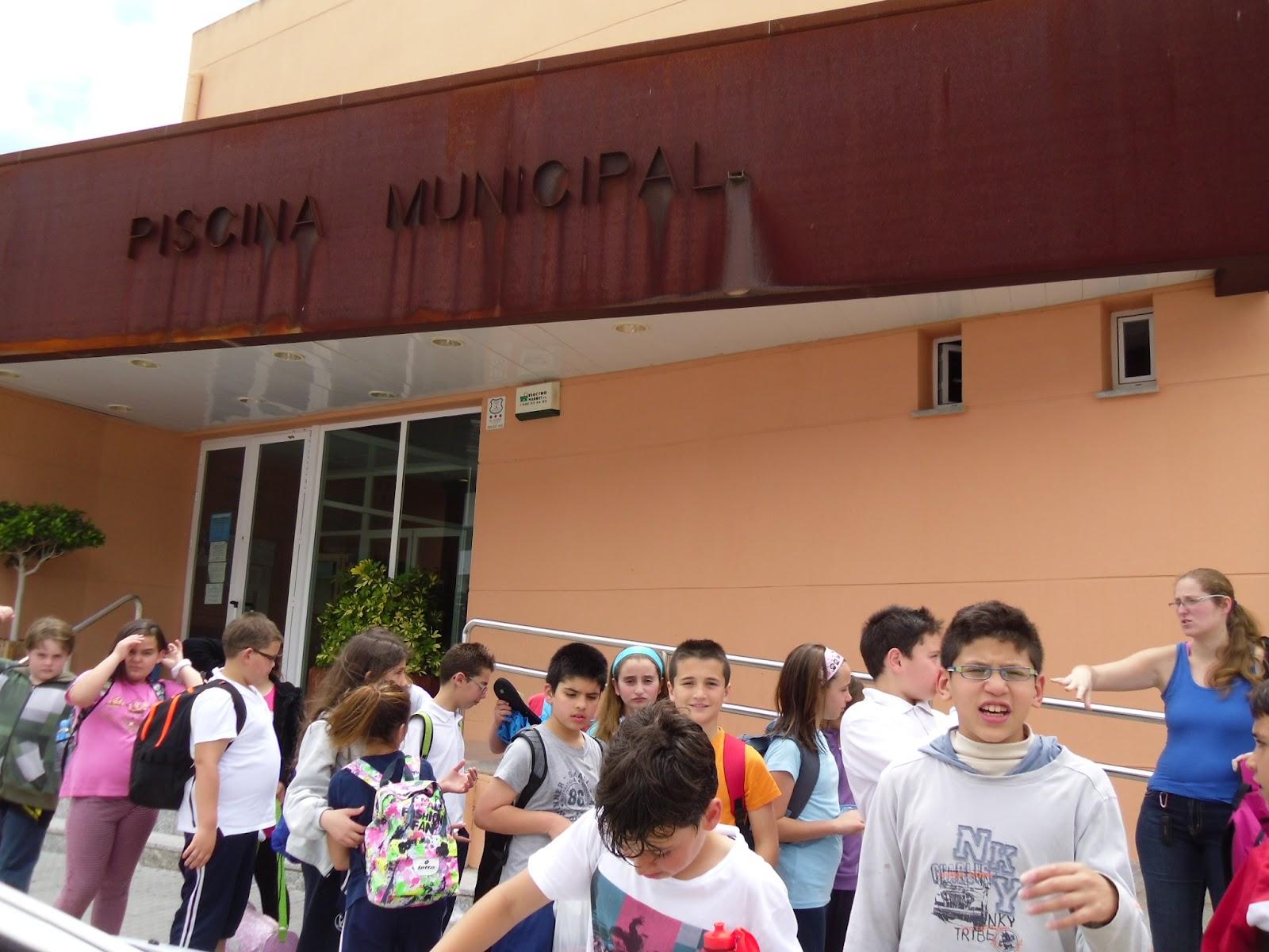 El alumnado de 4 va a la piscina municipal ceip for Piscina municipal el vendrell