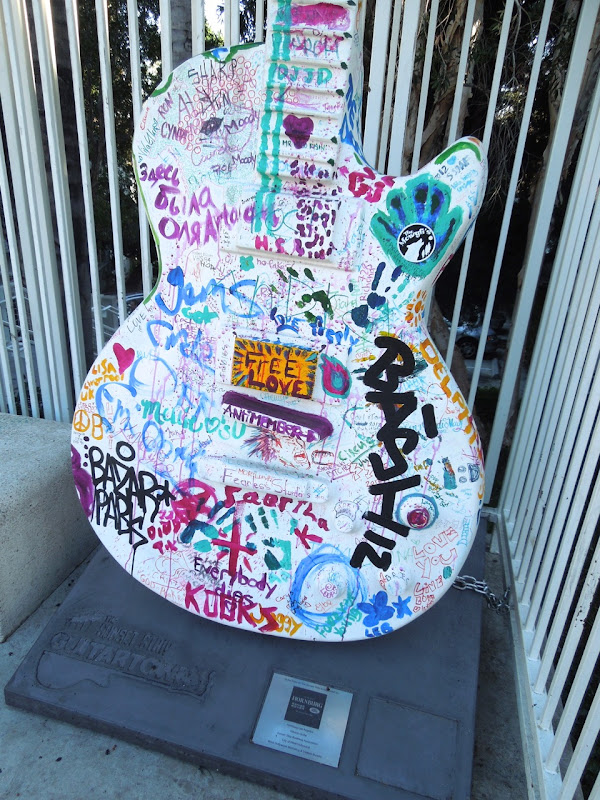 GuitarTown graffiti guitar