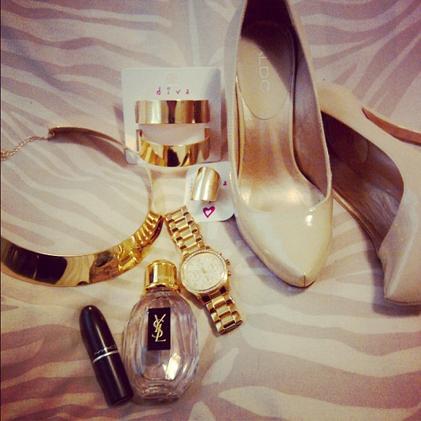 aldo nude heels gold statement jewellery ysl parisienne