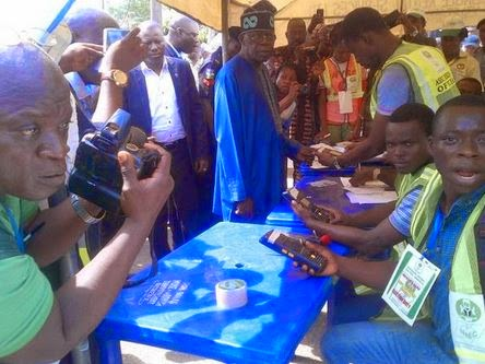Tug embarrasses Bola Tinubu at polling unit