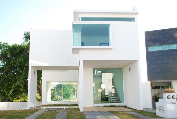 Fachadas minimalistas fachada de residencia minimalista for Casas minimalistas grandes