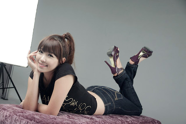 4 Lee Eun Hye in Black Top and Jeans-very cute asian girl-girlcute4u.blogspot.com