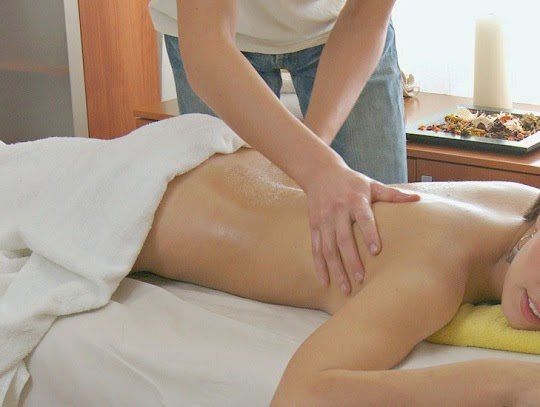 wife-massage