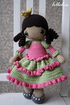 Amigurumi doll girl