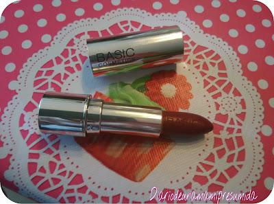 barra de labios granate de Basics Cosmetics