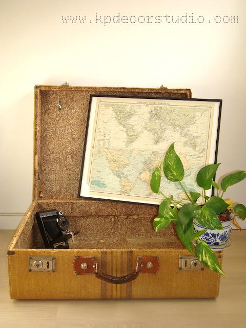 maleta empapelada con papel vintage, camara antigua