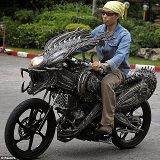 Awesome Alien Inspired Motorcycle - Made of Scrap