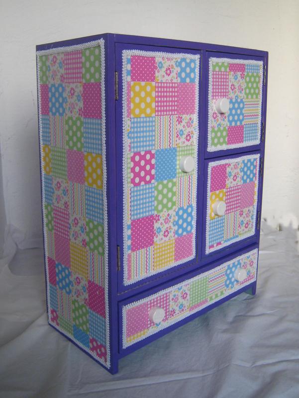Manualidades y trucos armario de mu ecas - Como empapelar un armario ...