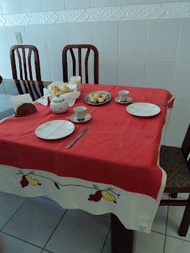 Toalha de mesa com apliques