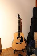Gitarre :3 Das ist übrigens meine 2. Gitarre , ich besitze auch noch eine . (img )