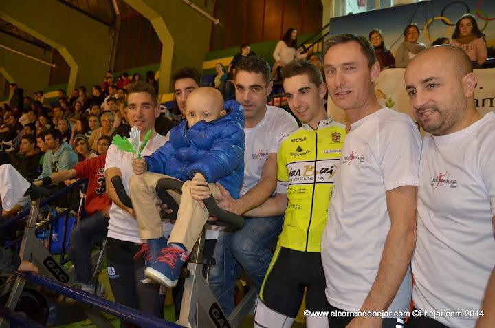 Ciclistas con Diego durante la Gala Solidaria