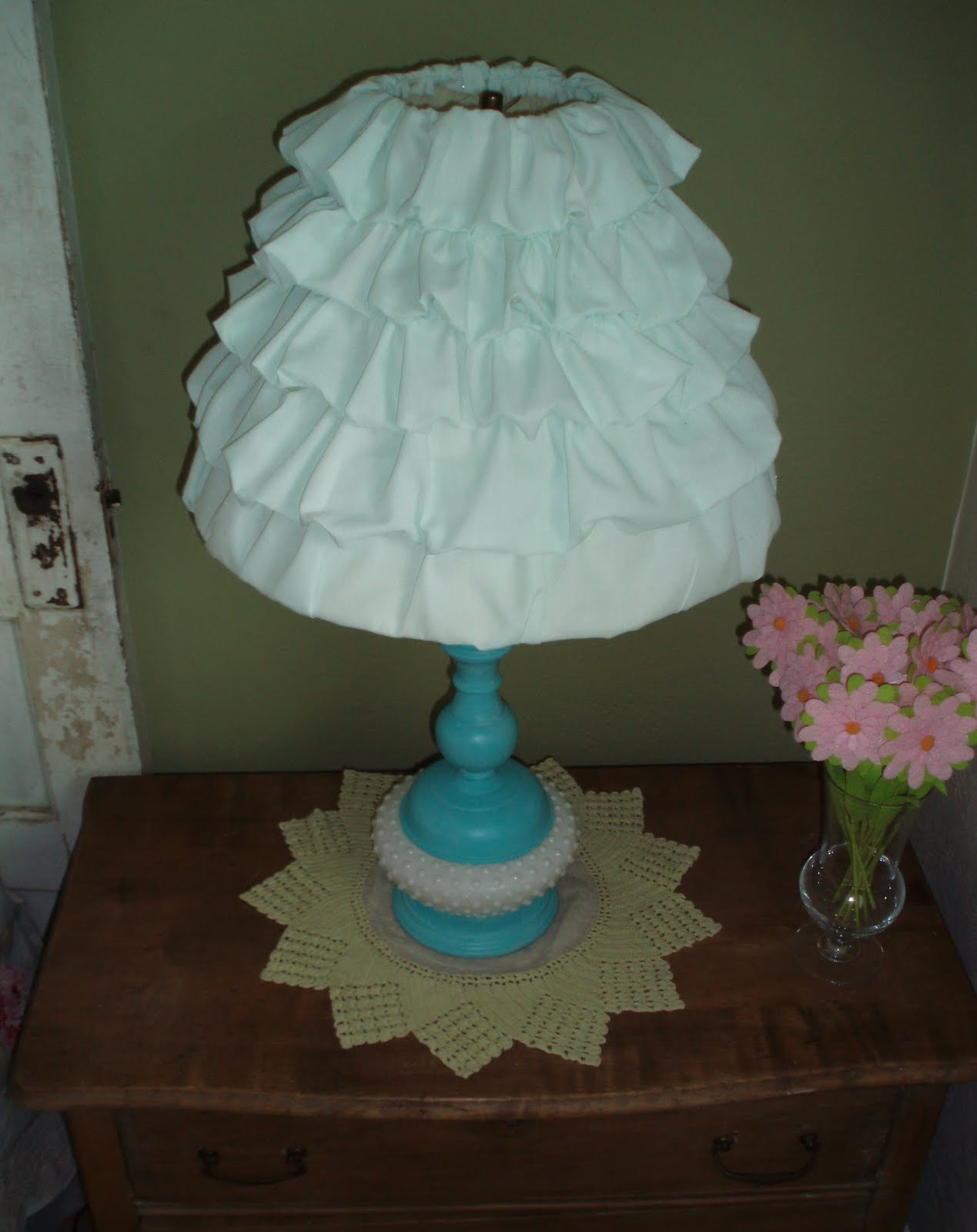 Lipstick and laundry lamp and lamp shade redo for Redo lamp shades