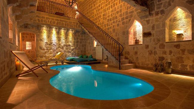 Baños Estilo Rustico Moderno:ESTILO RUSTICO: Resort Rustico en Cappadocia