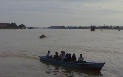 perahu menepi