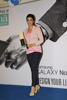 Actress Parineeti Chopra Pictures at SAMSUNG GALAXY NOTE 3 Launch at Croma Store  0023