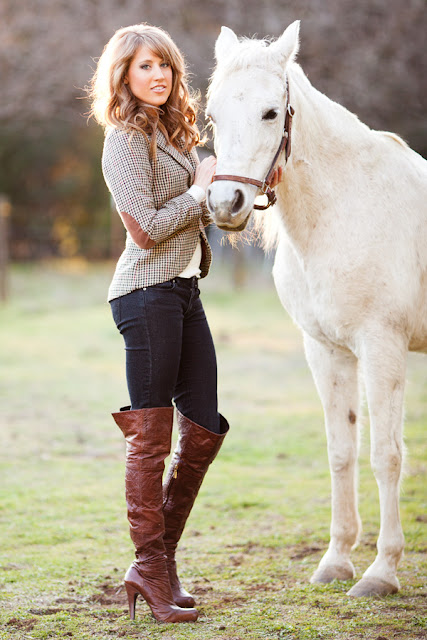 Jody+Steliga+Savvy+Spice+fashion+blog+by+Dale+Steliga+with+white+horse%252C+Report+Signature+boots%252C+curly+wavy+hair