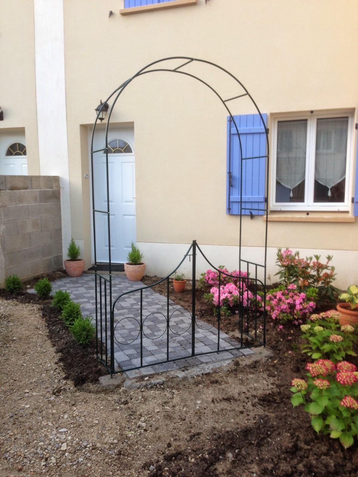 un jardin des fleurs changements dans le massif de bruy re. Black Bedroom Furniture Sets. Home Design Ideas