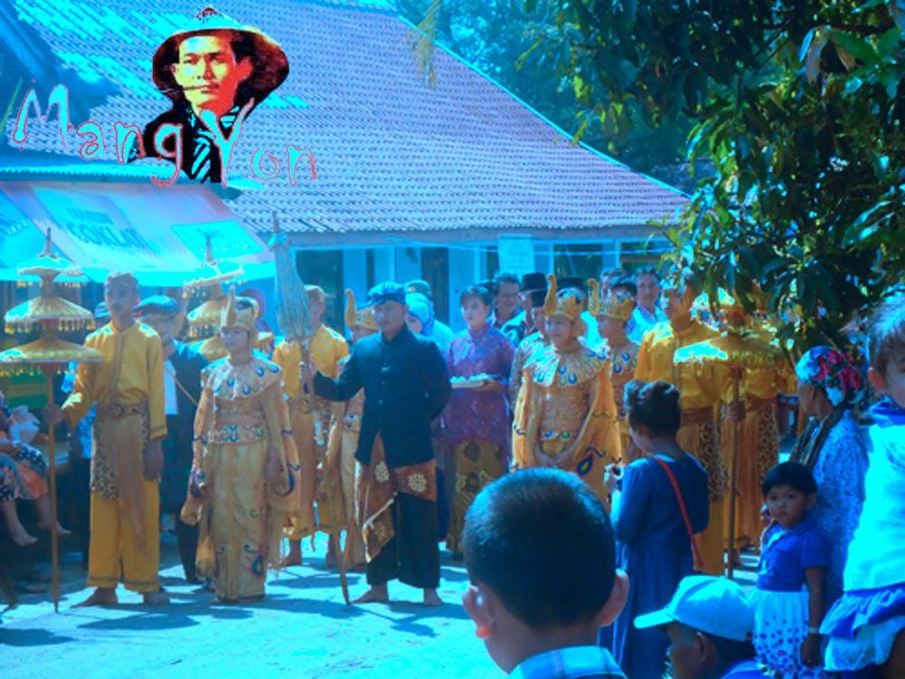 Acara Seni Galura Lengser Mapag Pengantin Sunda di Kampung Gardu, Bendungan, Pagaden Barat, Kabupaten Subang.