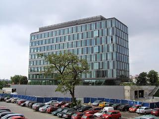 Mytí oken a prosklených ploch u výškových budov