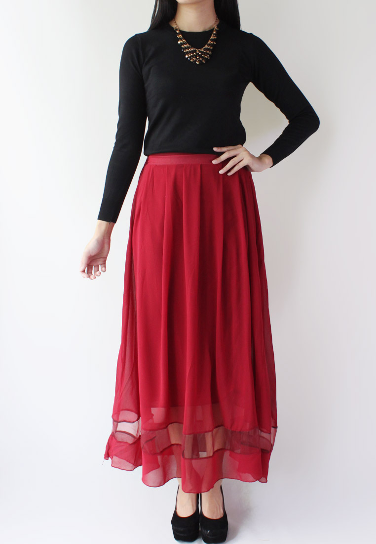 The maxi is a wardrobe staple that comes in endless styles, colors, and patterns, making it possible to find one for any occasion, whether you are in a skirt mood but forgot to shave your legs, or simply want a lazy way to look cute.