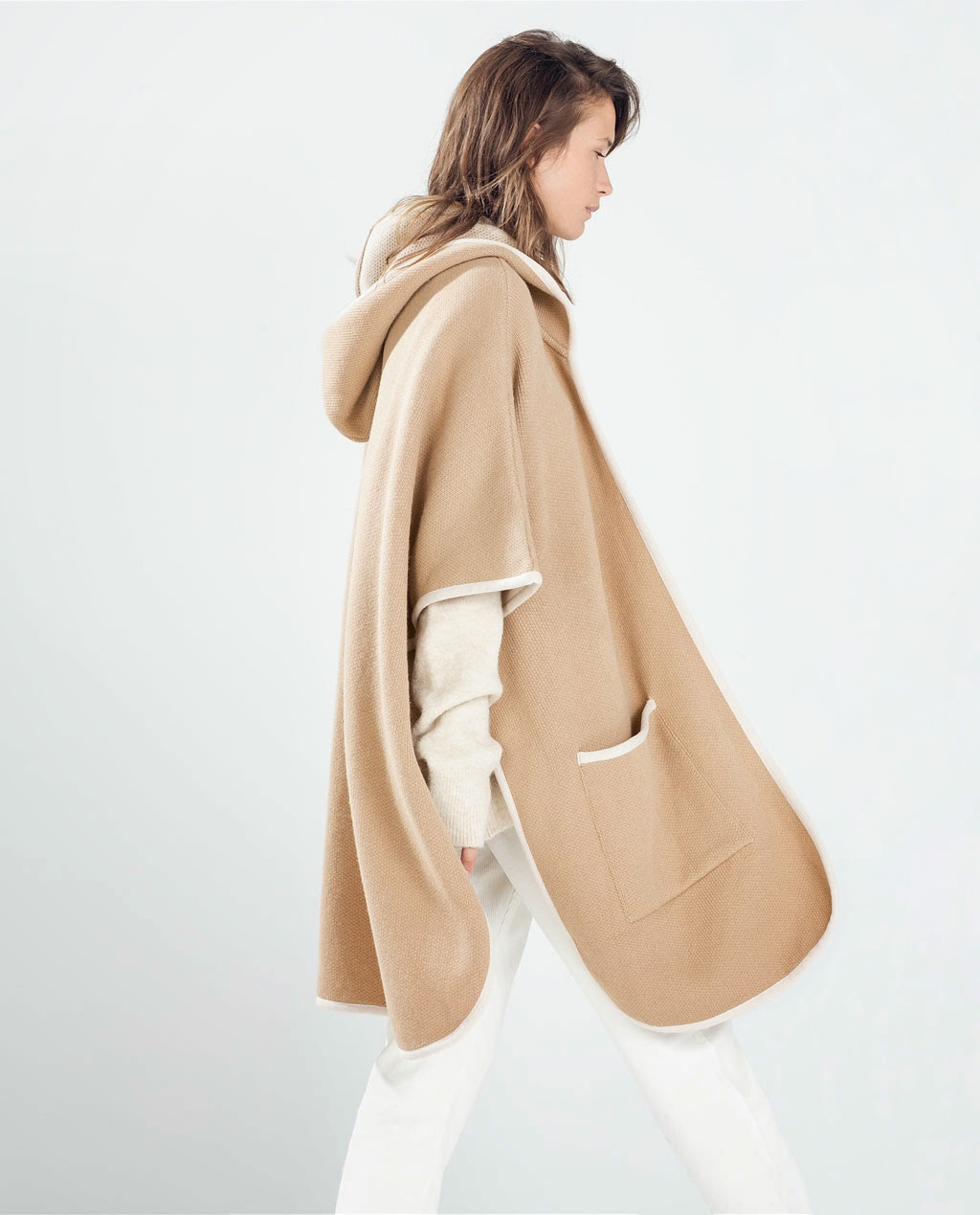 Poncho de capucha camel