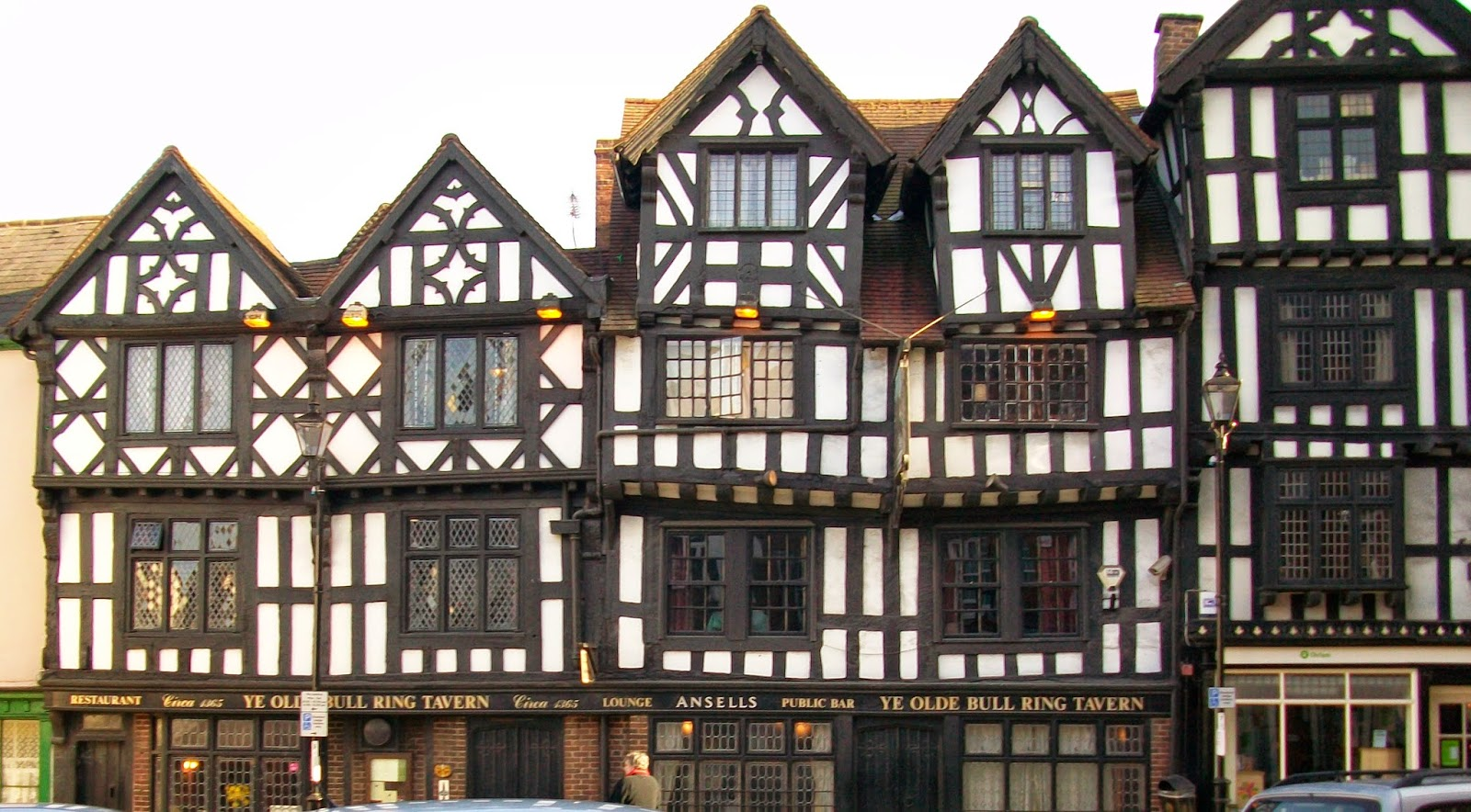 elizabethan architecture essay The english renaissance was a cultural and artistic movement in england dating it was not until the elizabethan architecture of the end of the century that a.