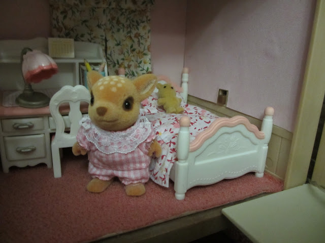 Sylvanian Families Willow Hall Bedroom Pink Moss Reindeer Sister