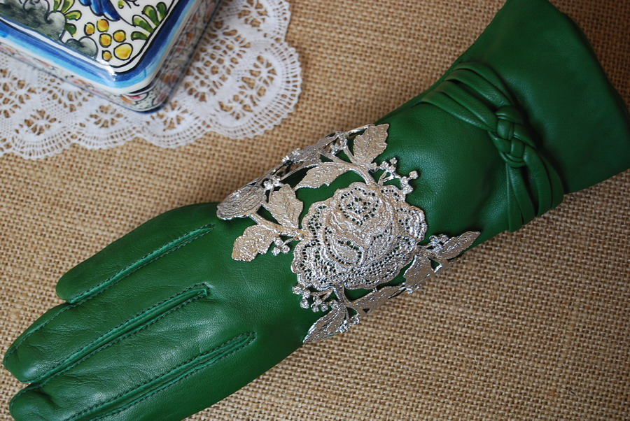 Complementos para un look color plata / how to accessorize a silver ...