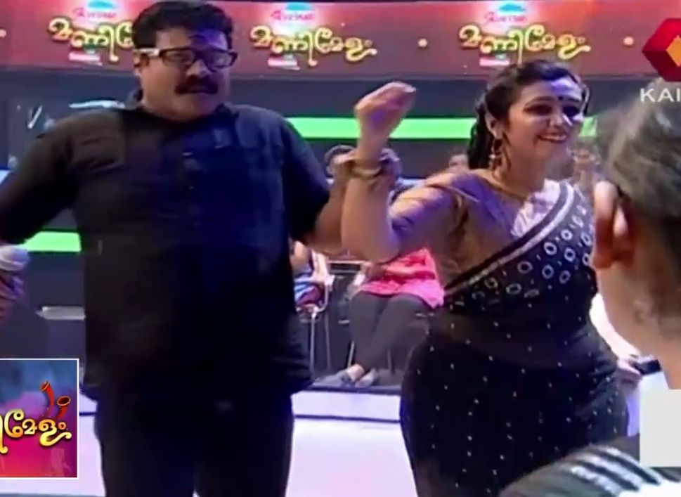 Nair hot navel show in saree from Manimelam reality show in Kairali TV