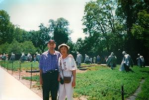 """华盛顿的""""越战纪念碑""""之一部分。"""