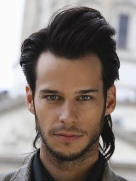 pelo medio para hombres