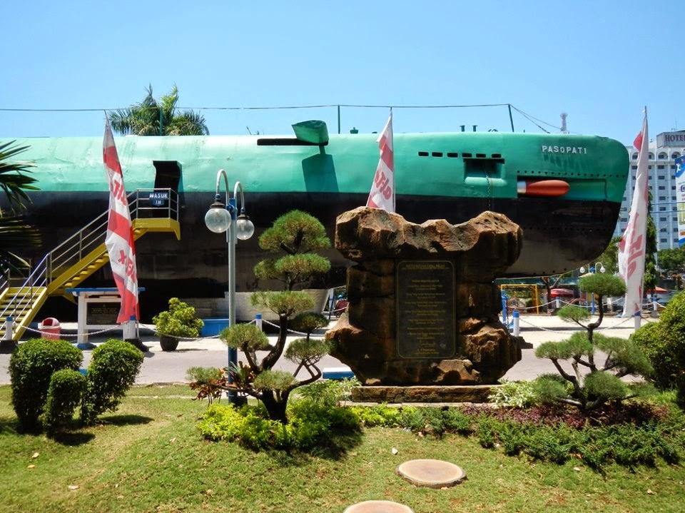 Monumen Kapal Selam - Surabaya, Jawa Timur