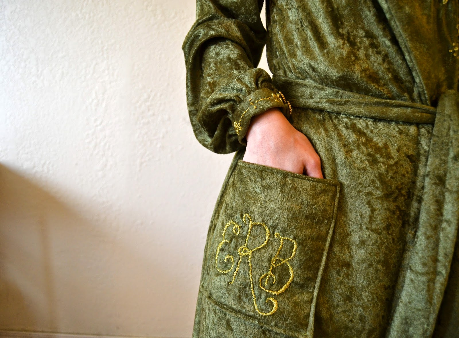 Flashback Summer:  Sew For Victory 2.0 2014 Project, 1940s Vogue 9384 velvet robe
