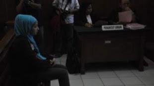 Gara - Gara Status FB, Mahasiswi Ini Dipenjara