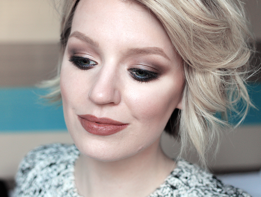 Beauty blogger creates a smokey eye using make-up from Yves Rocher