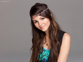 Sweet Smile of Victoria Justice with Colorful Ribbon Around her Head