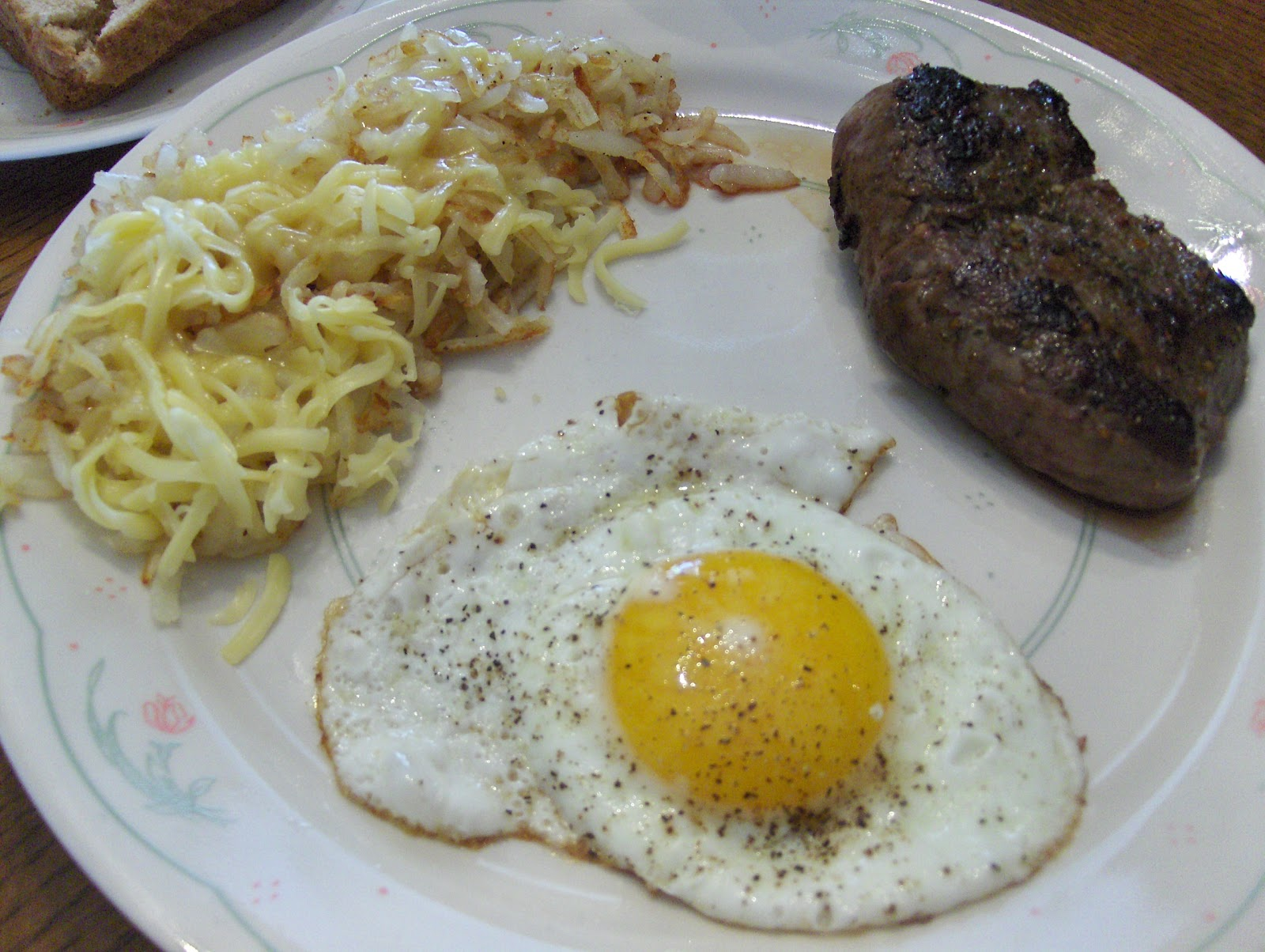 bison+steak+and+eggs+004.JPG#steak%20and%20eggs%20with%20hash%20browns