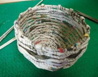 kreasi daur ulang kertas koran