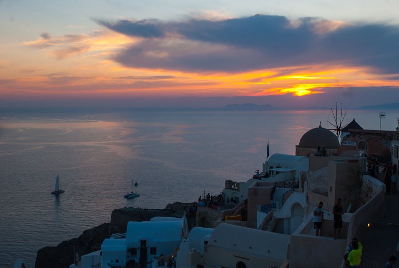 image of the sunset in the sky in oia santorini