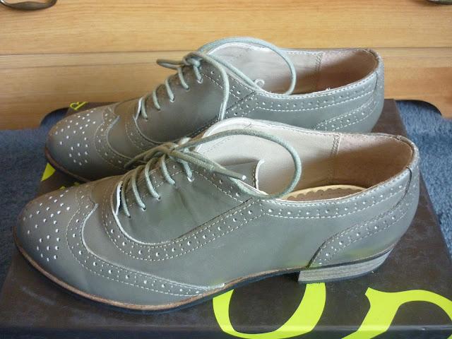 Brogues on a shoe box | Petite Silver Vixen