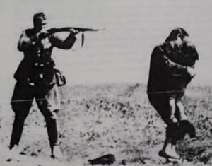 Ναζί πυροβολεί μητέρα ενώ αυτή κρατάει το μωρό της στην αγκαλιά της