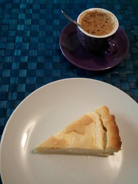 Immagine crostata di pasta frolla con ripieno di ricotta, in alcuni casi definita cassatella o cassata
