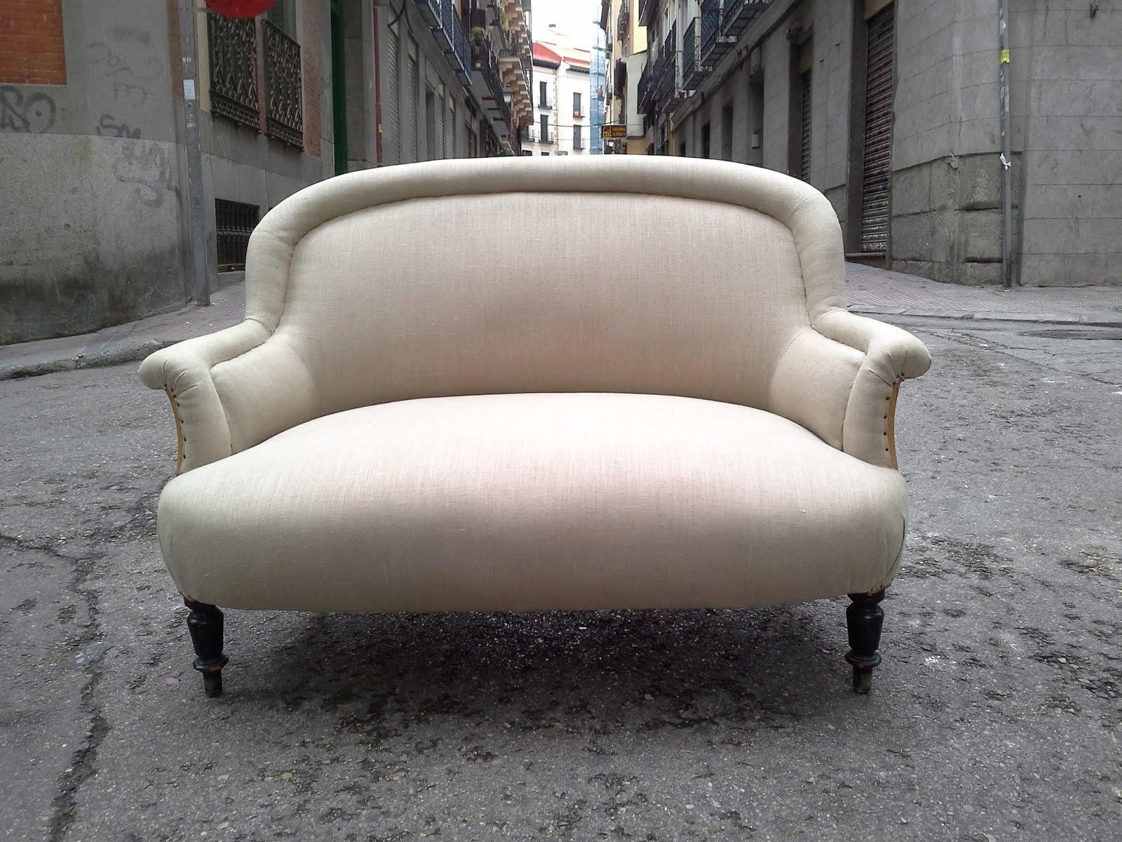 Sofa tapizado con armaz n a vista la tapicera - Sofas de 2 plazas ...