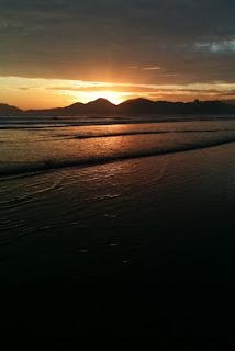 foto praia de santos no pôr-do-sol