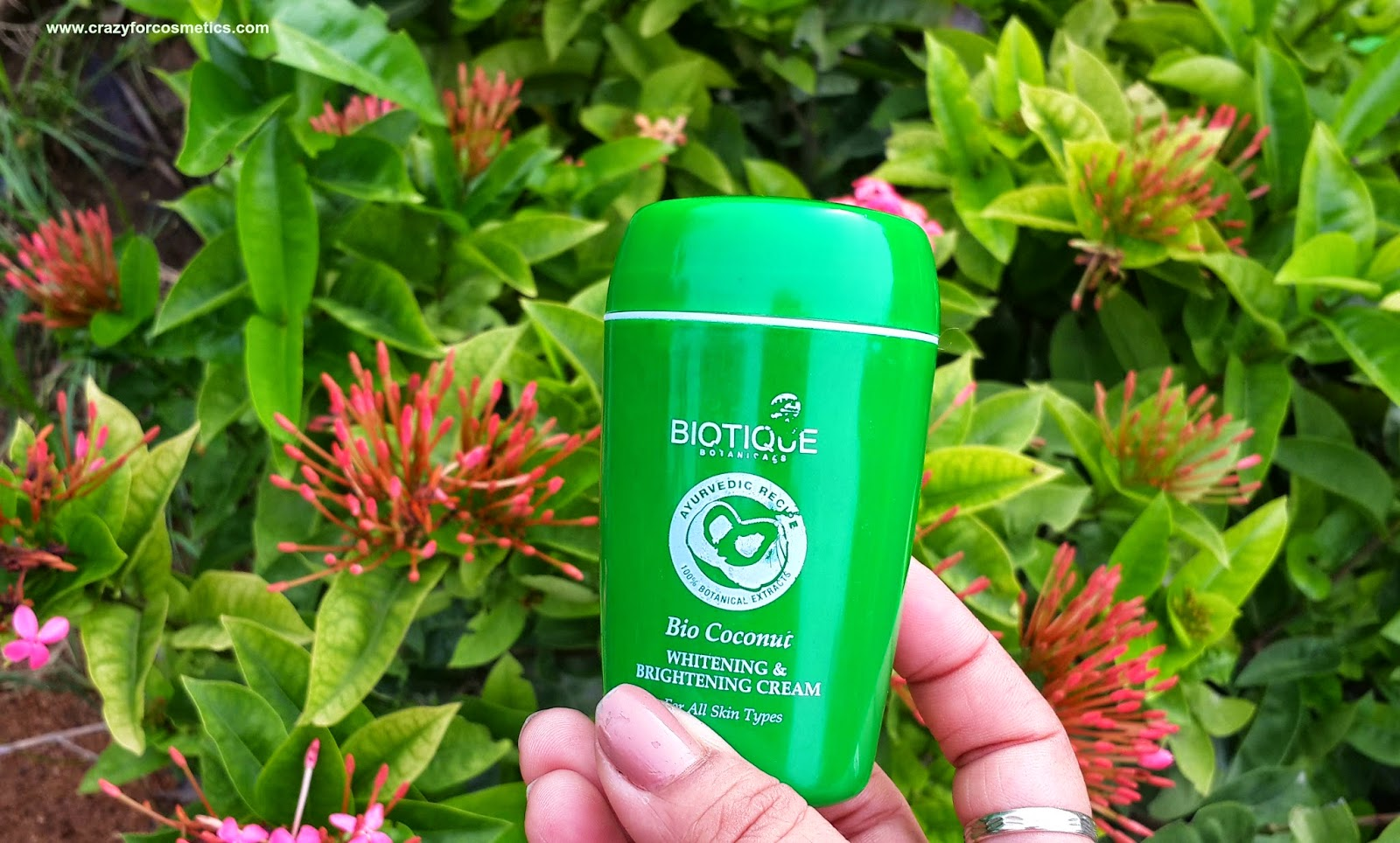 Biotique Bio Coconut Whitening & Brightening cream-Biotique Bio Coconut Whitening & Brightening cream India-Biotique Bio Coconut Whitening & Brightening cream usage-Biotique products-Ayurvedic skincare products India