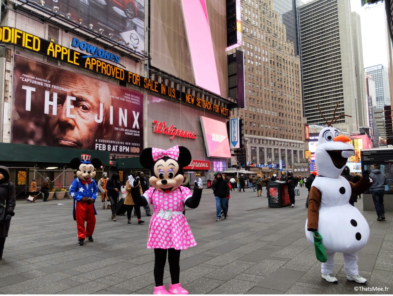 NY visiter New-York Times Square et Broadway personnage Minnie Mickey