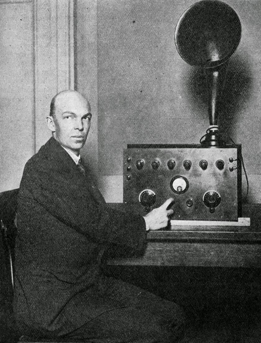 FM Radio by www.e-worldz.com